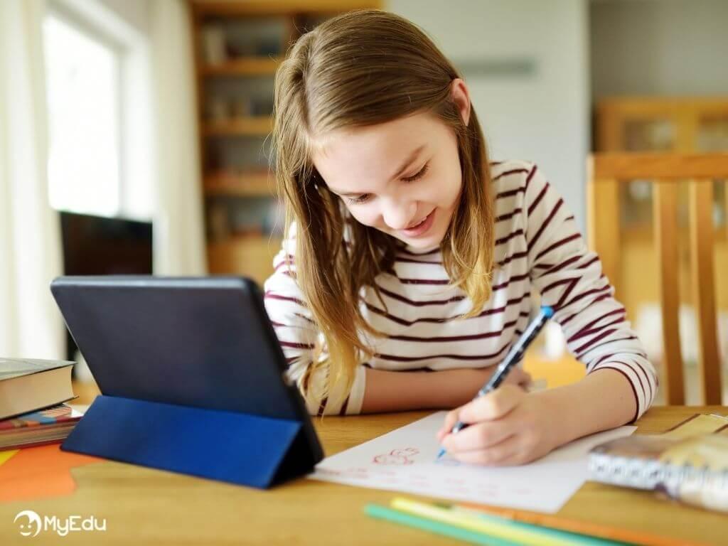 MyEdu_didattica digitale_bambina che gioca